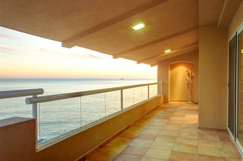 Oceanfront Penthouse at La Jolla Real