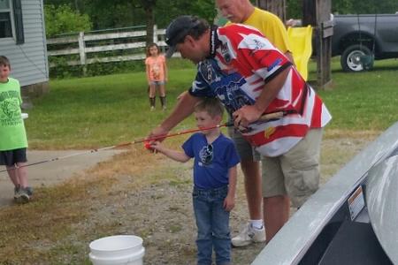 eddie helping kid angler